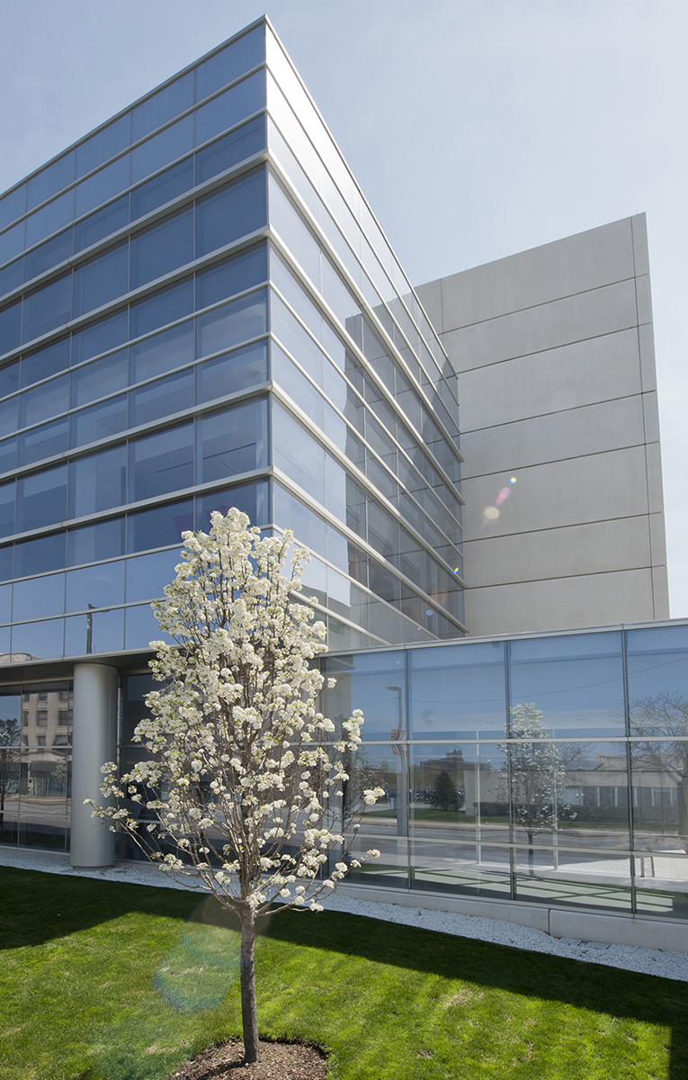 Exterior of Cleveland Clinic Laboratories, Robert J. Tomsich Pathology & Laboratory Medicine Institute in Cleveland, Ohio
